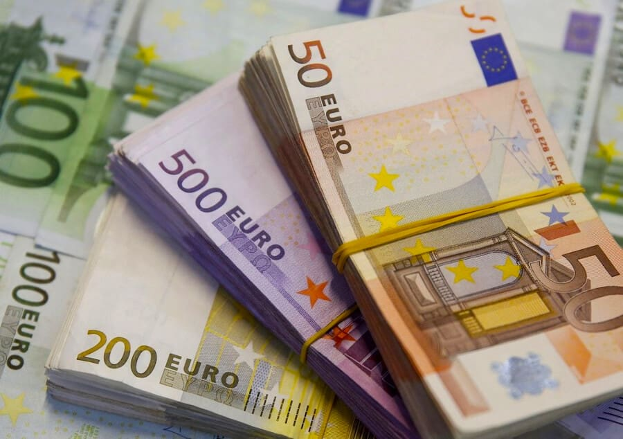курс євро в обмінних пунктах Чернівців